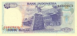 "Uang kertas 1992 IDR 1000 edaran Bank Indonesia yang menggambarkan ritual ""Fahombo"" Suku Nias."