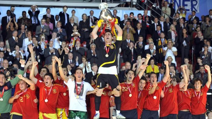 Spanish goalkeeper and captain Iker Casillas (C) celebrates with the Trophy after the Euro 2008 championships final football match Germany vs. Spain on June 29, 2008 at Ernst-Happel stadium in Vienna, Austria. Spain won their first trophy in 44 years here on Sunday as they beat three-time champions Germany 1-0 in the Euro 2008 final. AFP PHOTO / FRANCK FIFE -- MOBILE SERVICES OUT -- (Photo credit should read FRANCK FIFE/AFP/Getty Images)